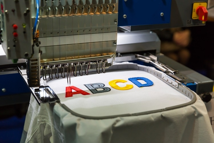 differences between hand embroidery vs. machine embroidery